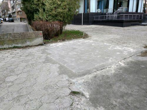 ''Новият'' тротоар на Шейново. Снимка: ОЗБГ